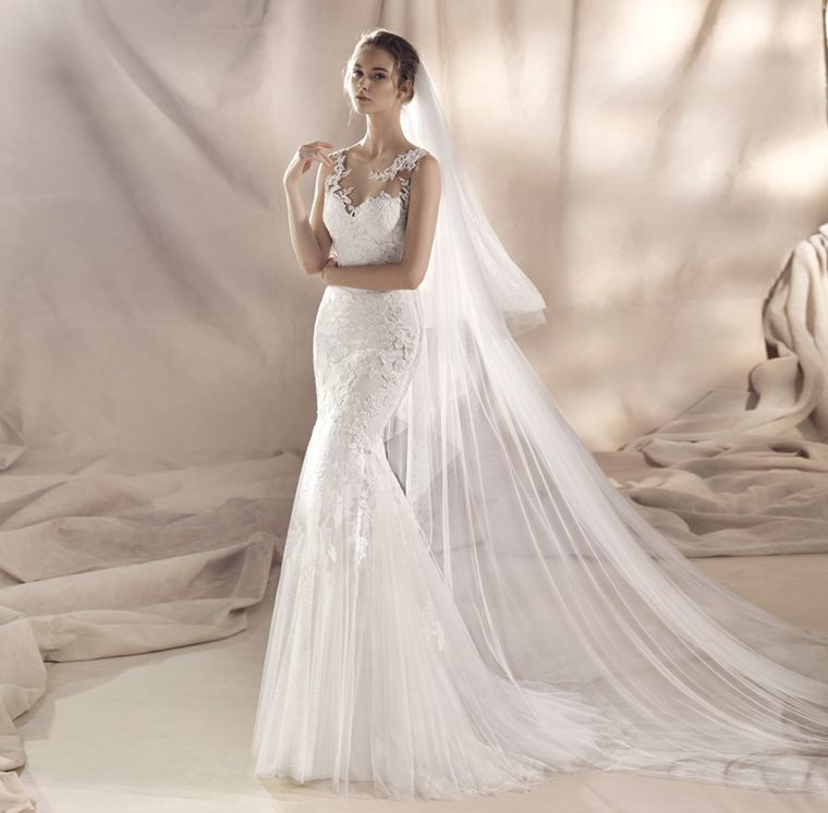 ROBE DE MARIAGE SIRENE WHITE ONE proche rue de rome 13006