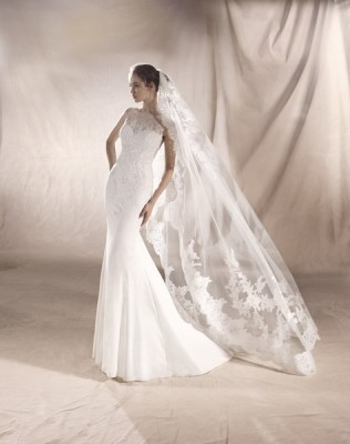 ROBE PRONOVIAS SATURN